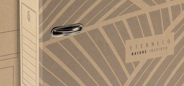 Eterneco ist eine revolutionäre Serie, eine Innovation von Clairefontaine. Ein Karton mit einem sehr natürlichen Aussehen, der aus pflanzlichen Stoffen hergestellt wird, und zwar aus Holzresten und pflanzlichen Ölen. Eterneco ist recycelbar und ökologisch, besonders wasserfest und somit eine logische Alternative zu Kunststoff.
